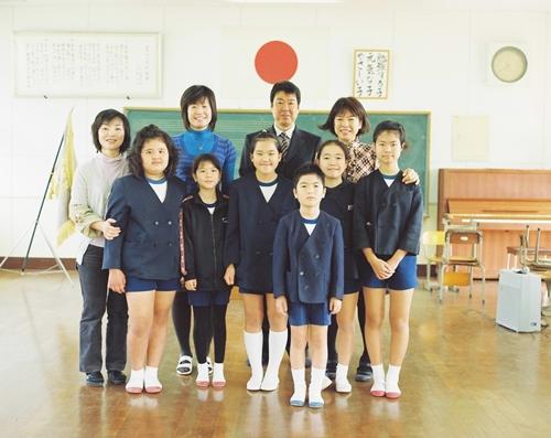 薩川小学校の卒業式練習